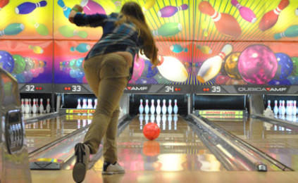 Bowling teams earn split with Heritage