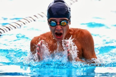 Junior+William+%E2%80%9CRonnie%E2%80%9D+Rickard+competes+at+Indian+River+State+College+pool.