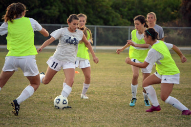 Girls%27+soccer+prepares+for+first+district+game