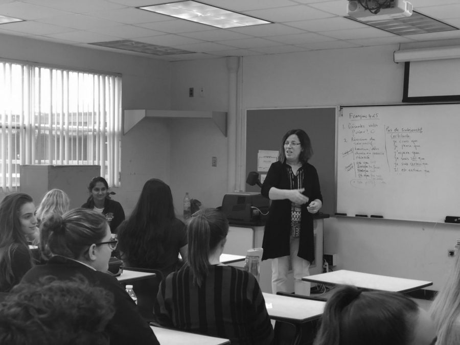 Dr. Malika Alaoui interacts with her French students.