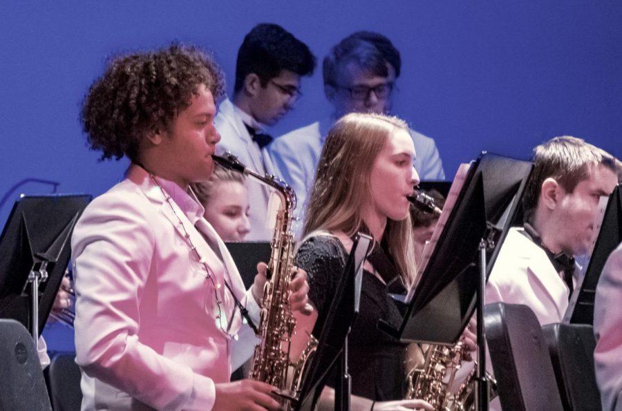 Senior+Zion+Souffrain+plays+saxophone+in+December%E2%80%99s+winter+concert.