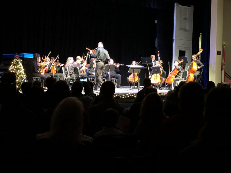 Symphonic Orchestra tunes during their winter concert