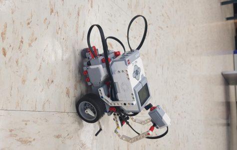 Robotics adds advanced class