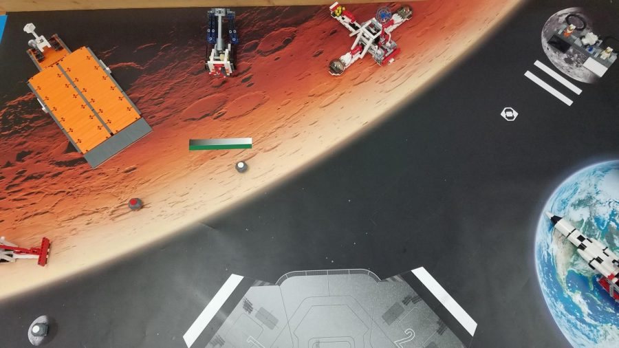 Robotics+students+work+on+Mars+mission