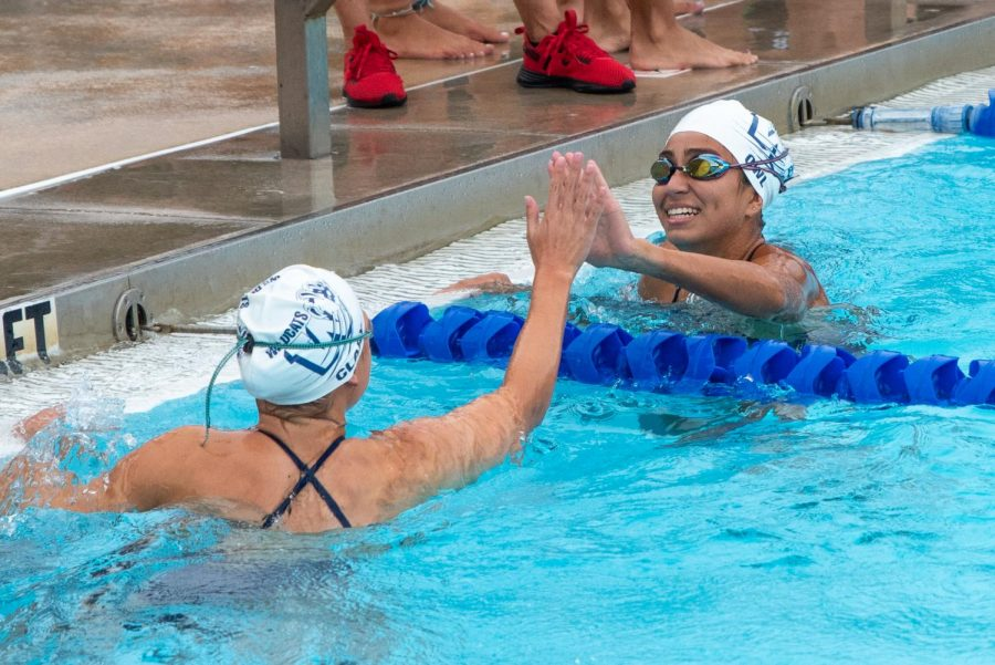 Captain+Kaitlyn+Owl+cheers+on+Kalia+Clary+during+their+swim+meet.