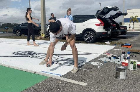 Seniors begin to paint their parking spaces on Jan. 23. For some, the process took four hours.